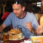 Jorge De Lemos y el enorme sanduich